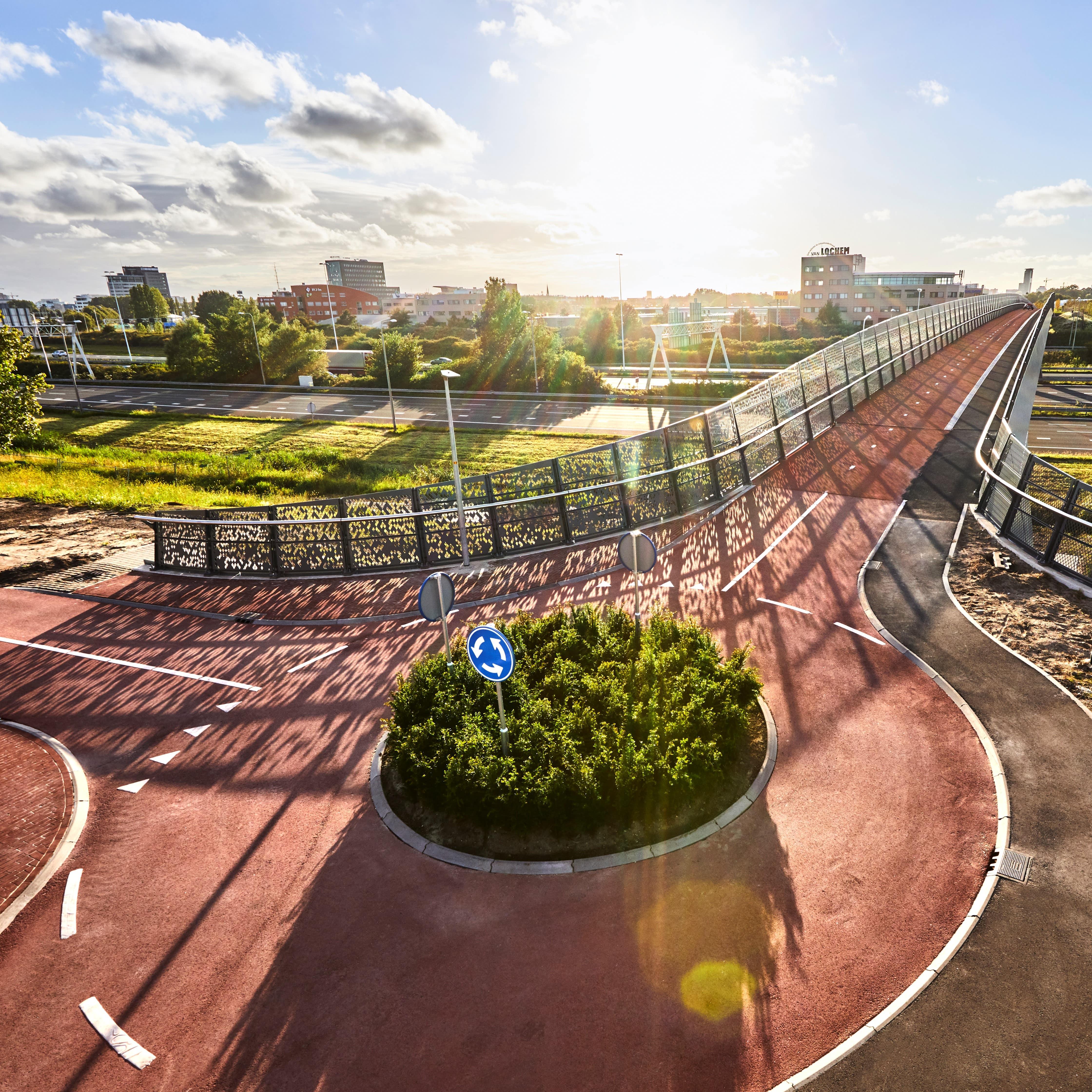 Zelfvoorzienend viaduct, energiebewust gebouwd